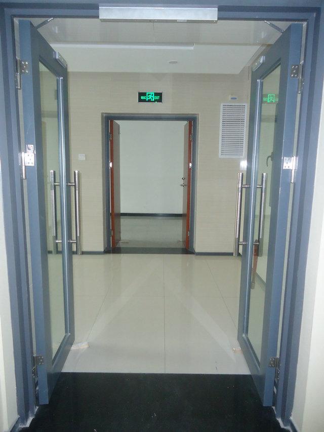 钢质玻璃门